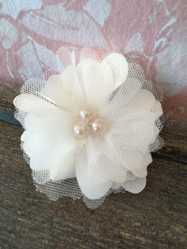 Barrette fleur clic-clac avec tulle et satin