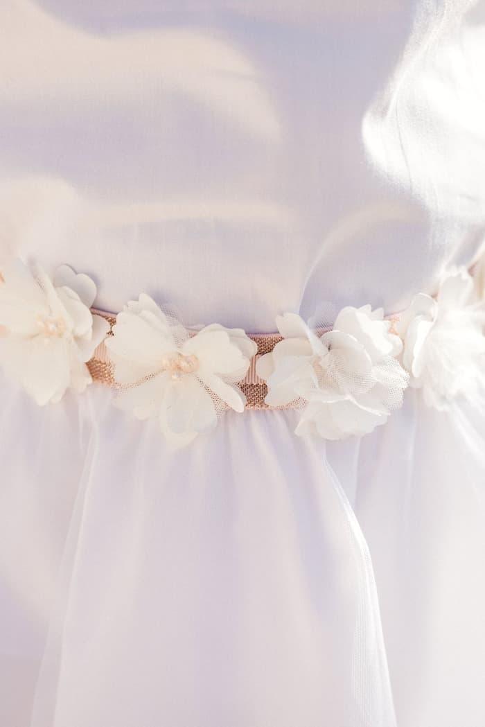 Ceinture cérémonie fleurs blanches et perles