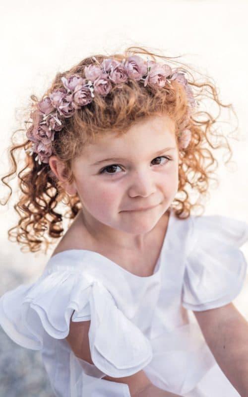 Petite fille rousse avec couronne de fleurs bohème-mariage-baptême