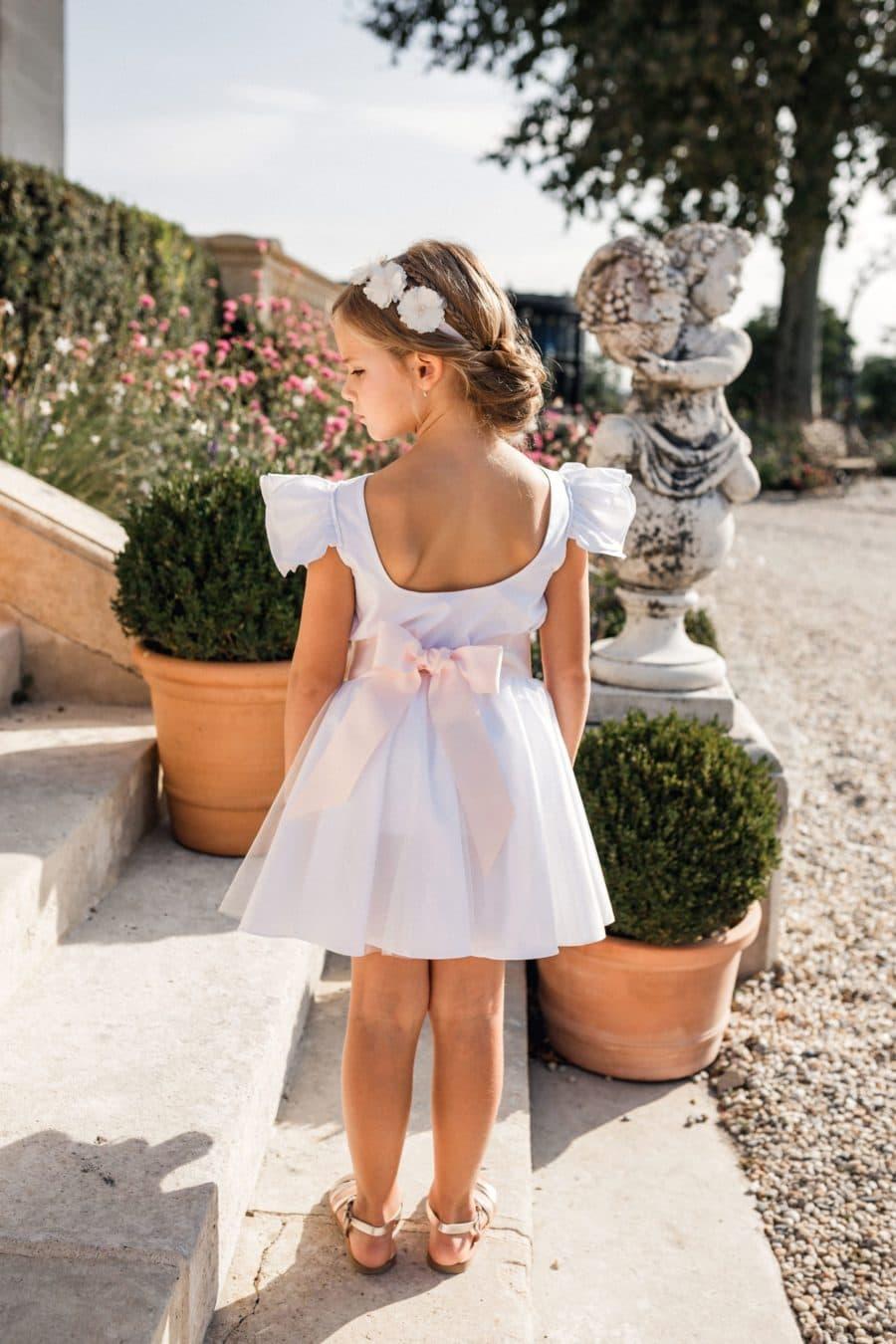 Tenue de cérémonie fille vue de dos avec jupe et haut