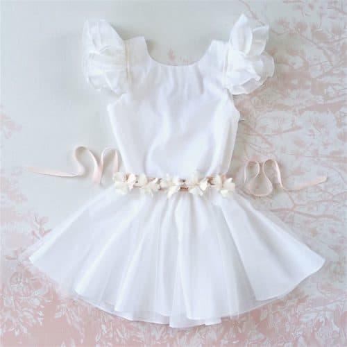 robe blanche cortège avec ceinture fleurs blanches