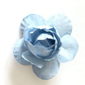 fleur bleue ciel en papier pour couronne