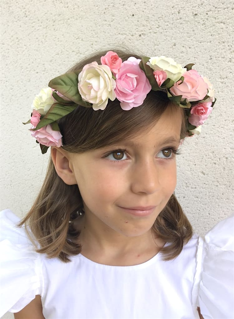 Couronne de fleurs demoiselle d'honneur avec grandes fleurs rose, blanches et feuilles