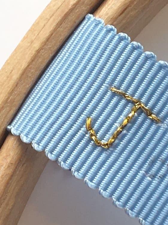 broderie personnalisée au fil doré noeud papillon
