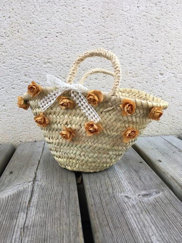 Panier-automne-petite-fille